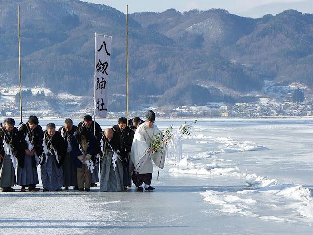 Riscaldamento Globale: le Prove dei Cambiamenti Climatici da un Lago in Giappone