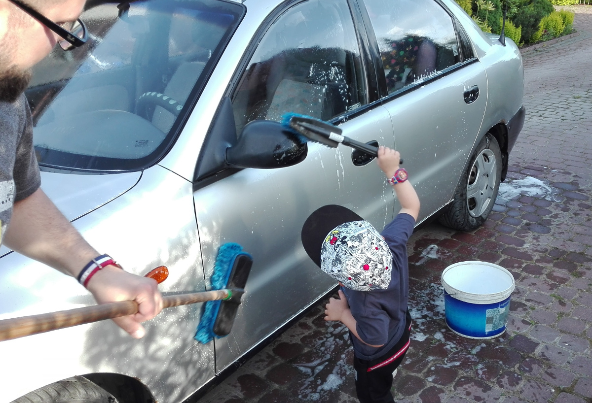 jak nauczxyć dziecko wykonywania obowiązków domowych