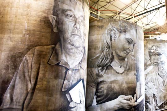 Murales gigantes de Guido van Helten en Solar de Samaniego