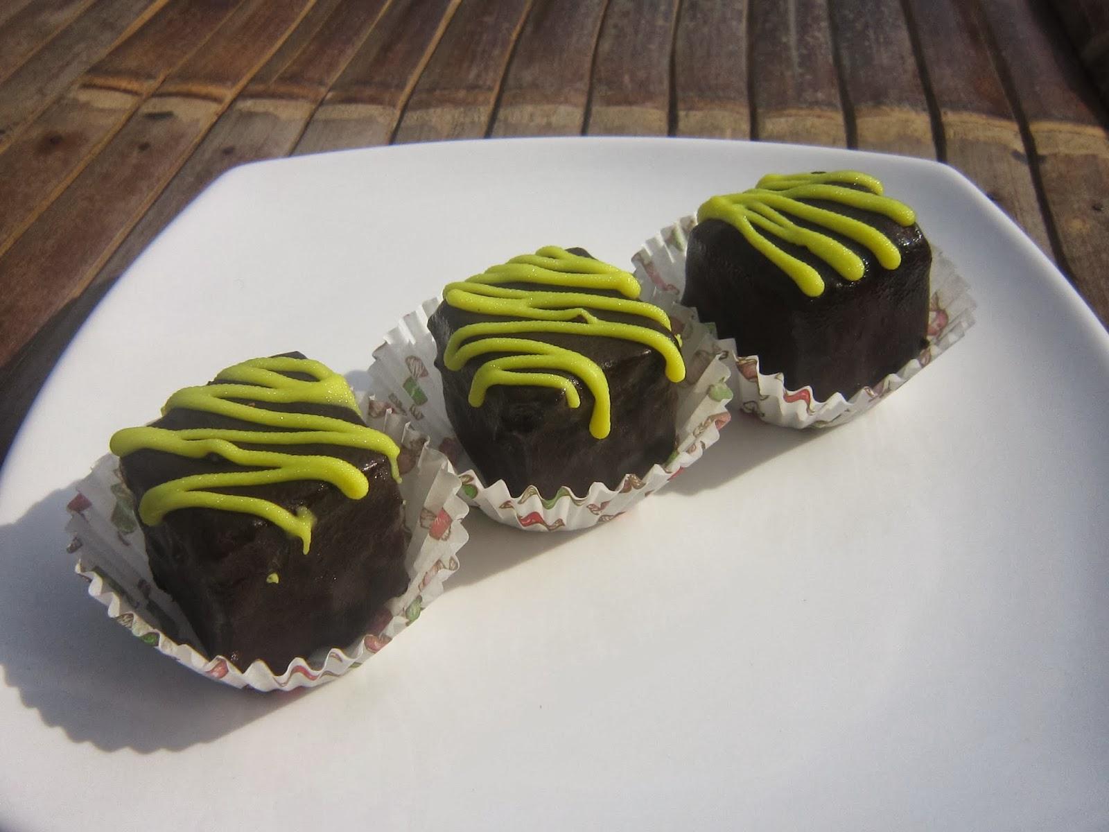 Journal Ibu Hanif Petit Four I Cake Coklat Lembut Dengan Baluran Coklat Lumer Dimulut