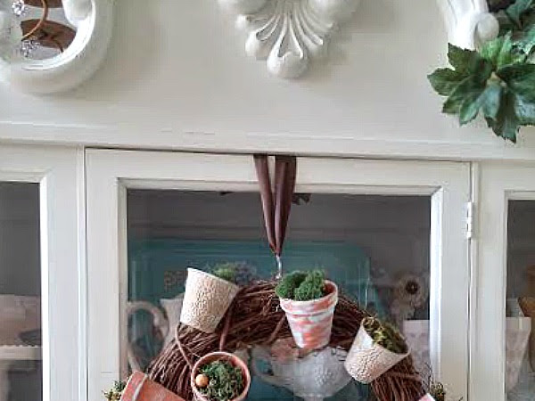 (VIDEO) Easy Tip: How to Hang a Wreath on the Front of a Mirror or Cabinet