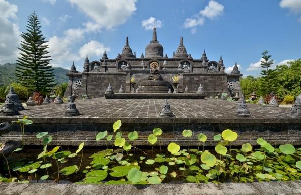 Daya Tarik Objek Wisata Brahma Budha Wihara Di Singaraja