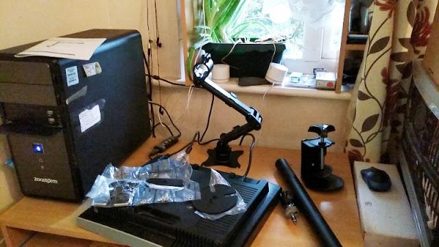 StarTech ARMPIVOTB Pole Mounted Single Monitor Arm! | Gadget Explained
