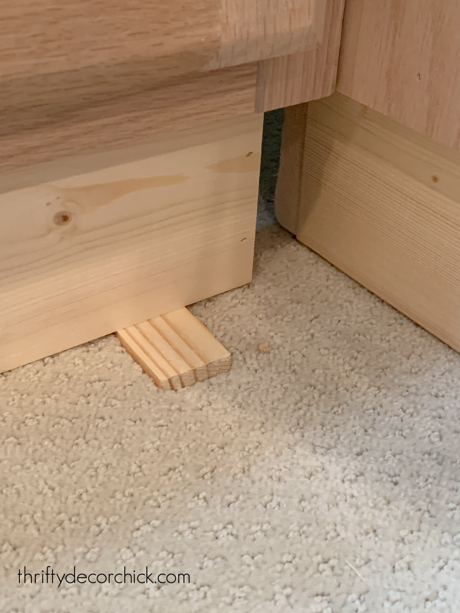 using shims to make cabinets level