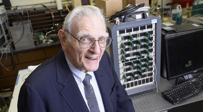 97-year-old John Goodenough becomes oldest Nobel Prize winner