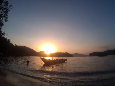 Mendapatkan Sunsrise di Teluk Segoro Anakan