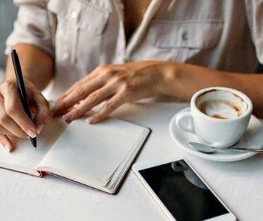 كيف تبدأ أعمال كتابة السيرة الذاتية من المنزل