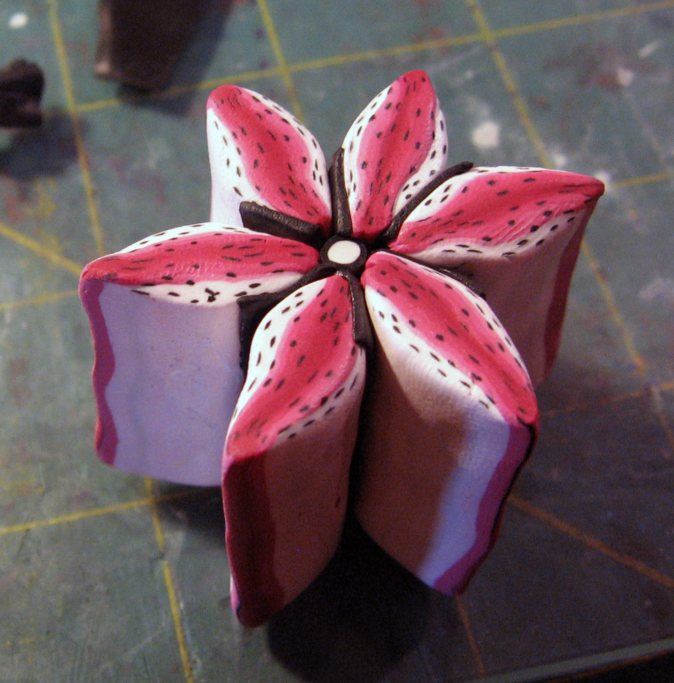 Clay Flowers Tutorials: Kael Mijoy: Polymer Clay Tutorial- Red Lilyish Flower Cane