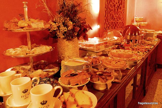 Café da manhã do Hotel Corona d'Oro, em Bolonha, Itália