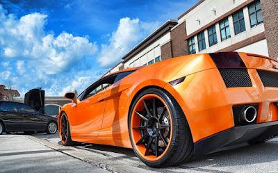 Le premier modèle de la Lamborghini Gallardo a été lancé en 2003 en tant que modèle 2004.