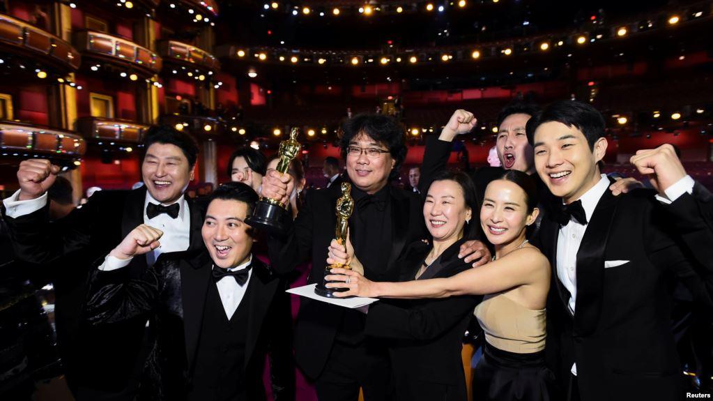 """""""Parasite"""" (""""Parásitos"""") ganó el domingo 9 de febrero de 2020 cuatro Premios de la Academia que incluyeron mejor película / REUTERS"""