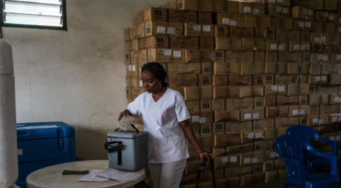 "A public employee carries yellow fever vaccines before a ceremony launching a campaign against yellow fever in the district of Kisenso, Kinshasa, on July 20, 2016. By Eduardo Soteras (AFP/File). Geneva (AFP) - Yellow fever outbreaks in Angola and the Democratic Republic of Congo are ""under control"" after a massive vaccination campaign involving millions, the World Health Organisation said Tuesday."