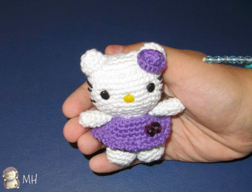 Llavero Hello Kitty amigurumi.