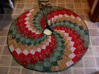 """A Spiral Christmas Tree Skirt"