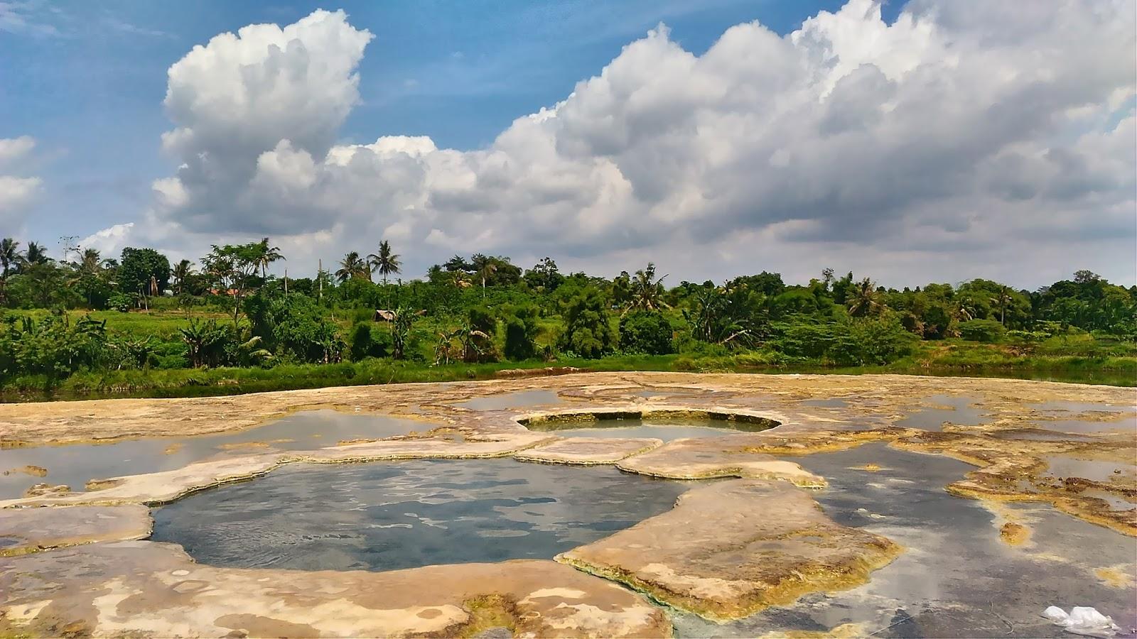 Wisata Ke Permandian Air Panas Rea Toa