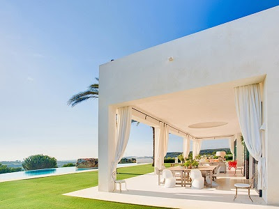 What should You Look For While Purchasing a Luxury Villa?