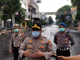 Antisipasi Penyebaran  Virus Corona Tiga Jalur Menuju Alun Alun Kota Jember Ditutup