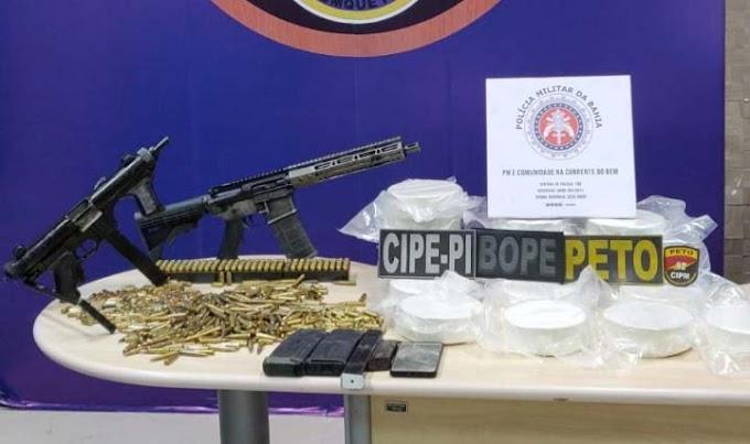 Lauro de Freitas: Homem é preso com fuzil, metralhadora e 20 kg de cocaína