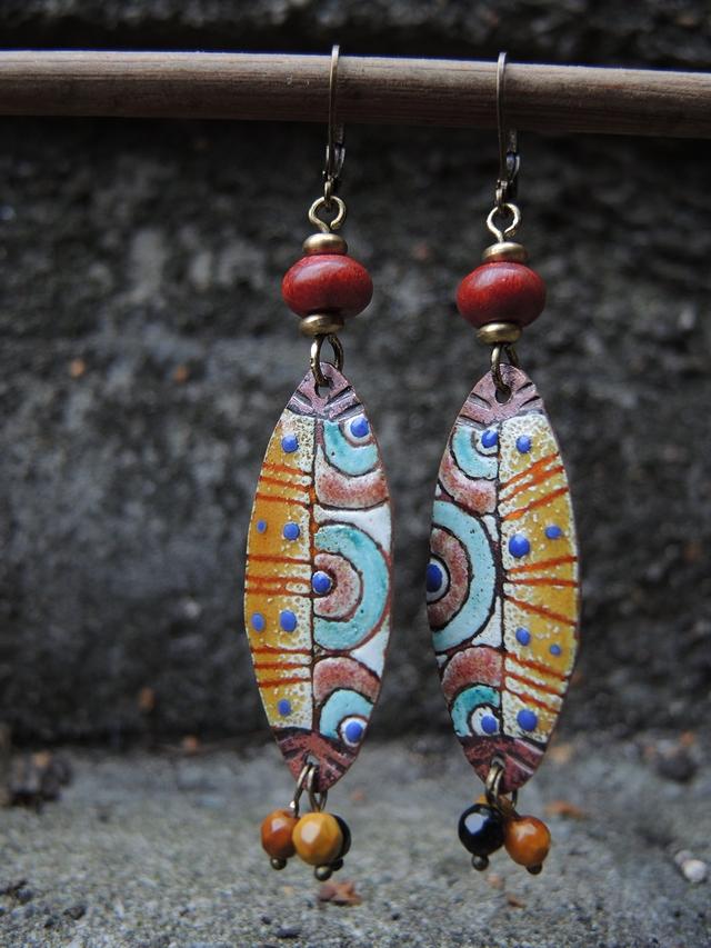 free tutorial for making earrings with enameled connector/ gratis tutorial : oorbellen met geëmailleerde hangers