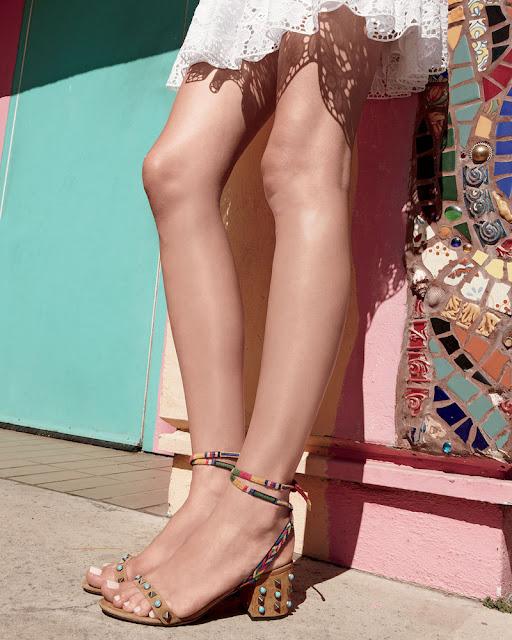 Босоножки с украшениями на устойчивом каблуке