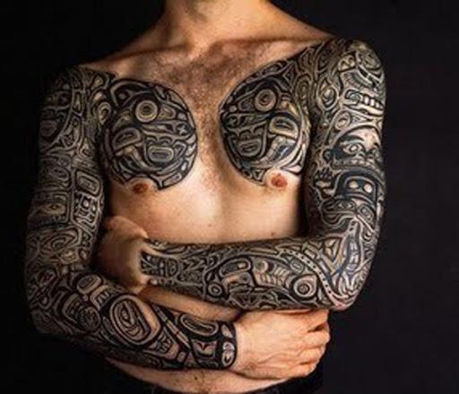 Preto tatuagem tribal para os homens no peito e de mão cheia