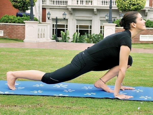 अश्व संचालनासन (Ashwa Sanchalanasana - Equestrian Pose) Surya Namaskar (Yoga)  सूर्य नमस्कार