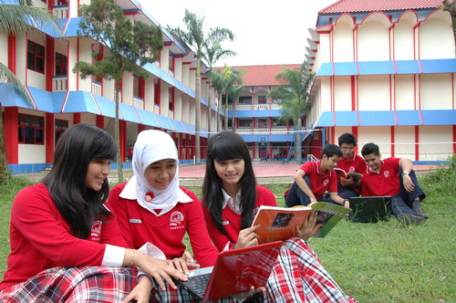 Suasana Belajar SMP SMA Semesta