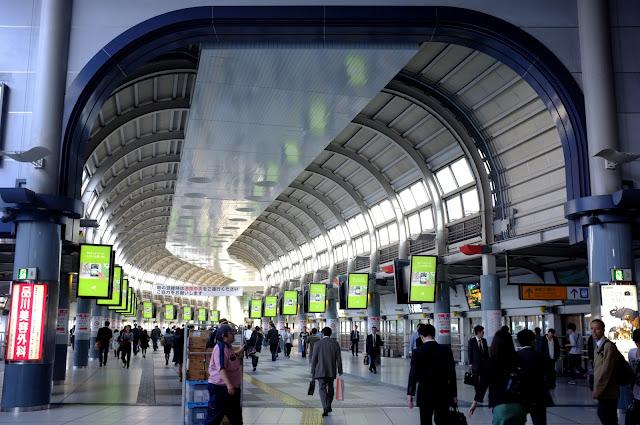 Calle interior dentro de la Estación de Tokyo