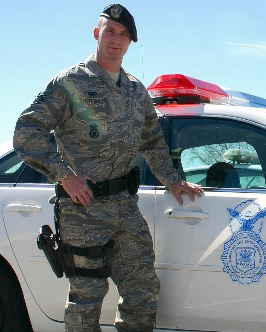 handsome-military-uniform-daddy-soldier-police-car-straight-masculine-dilf