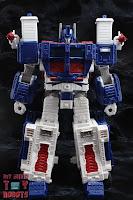 Transformers Kingdom Ultra Magnus 03