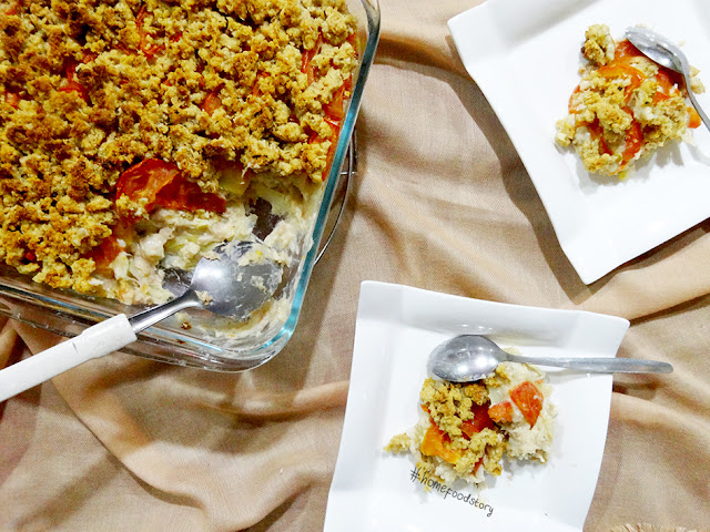Creamy Tuna and Tomato Crumble Casserole || homefoodstory.blogspot.com