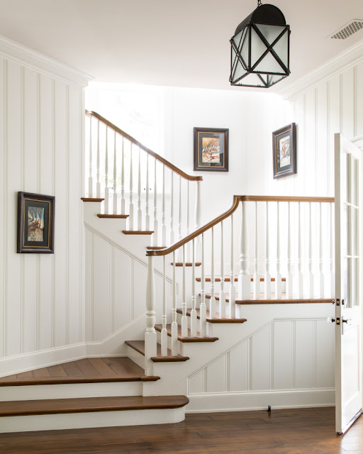 Stairway in traditional home by Giannetti Home