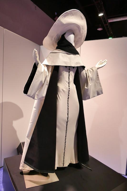 Cruella de Vil 102 Dalmatians nun costume