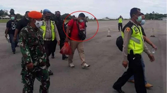 Ini Sosok Brimob Penjual Senjata ke OPM saat Diringkus TNI di Bandara