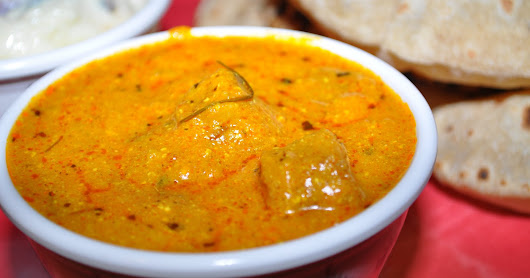 "Gatte Ki curry - ""padhaaro mahre des re"" for a vegetable free vegetarian curry"