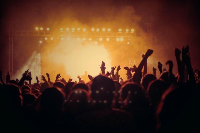 Κλείνουν συναυλιακοί χώροι, θέατρα και κινηματογράφοι