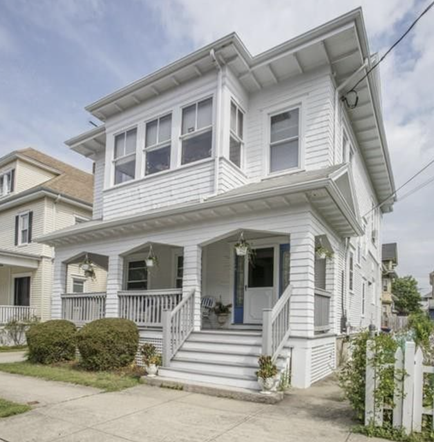 color photo showing side elevation 265 Maple Street, New Bedford, Massachusetts Sears No 163