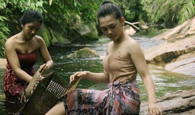 Tradisi Mandi Abalisi Pada Perempuan Suku Dayak