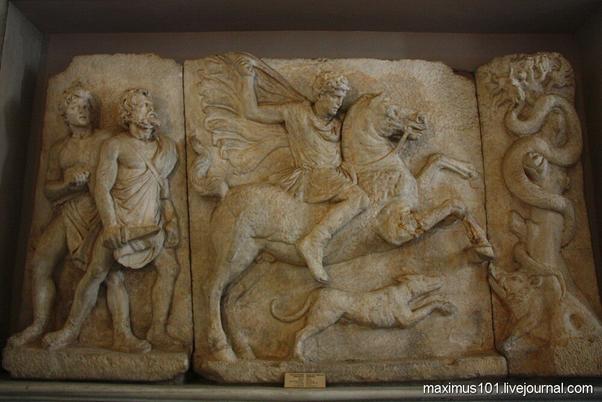Фракийский всадник из Салоник (I век до н.э.). Археологический музей Стамбула.