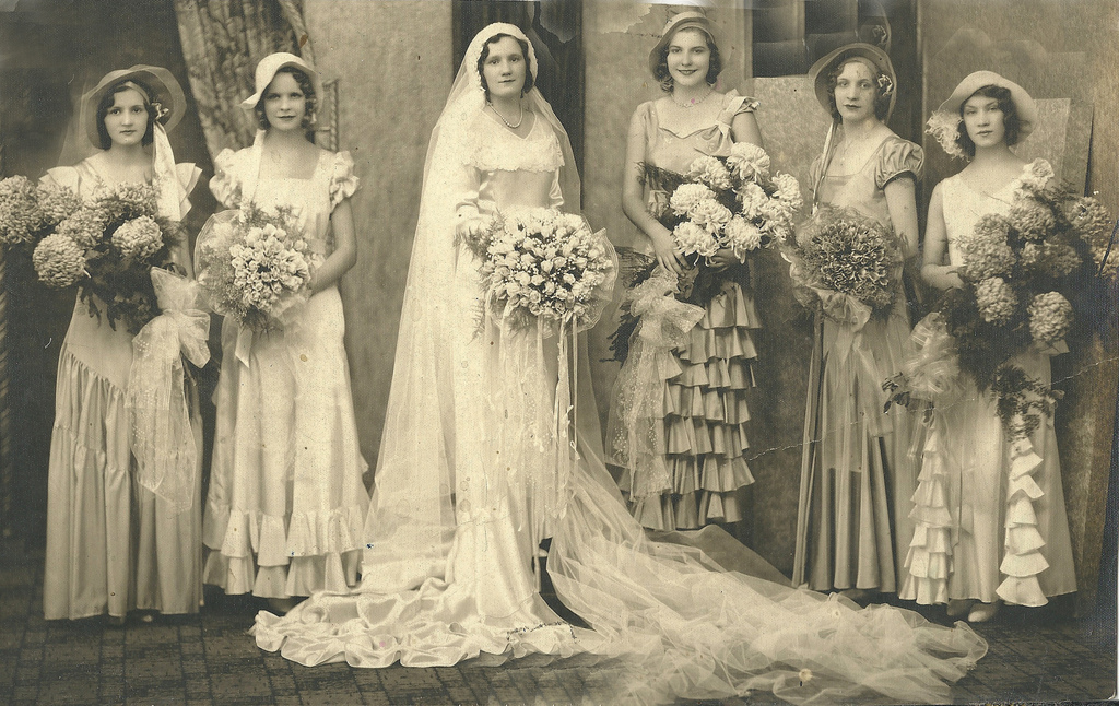 50 fascinating vintage wedding photos from the roaring 20s for Vintage 20s wedding dresses