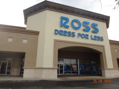 29160b914 Roupas (esporte, social, básica), brinquedos, malas, sapatos, bolsas,  relógios, etc... Nesta loja encontram-se marcas famosas com preços  excelentes, ...