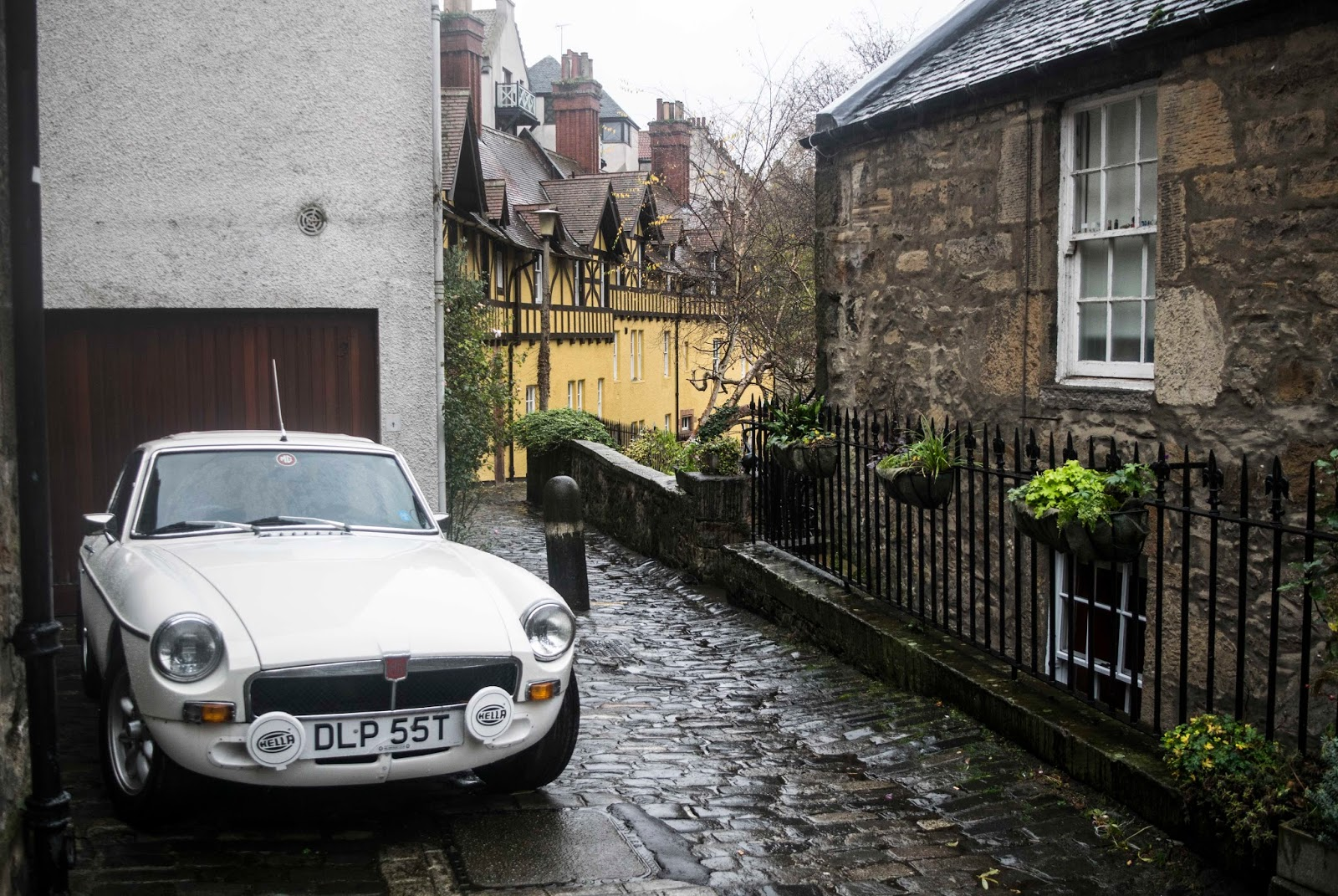 W Wa Jeziorki November 2017 Diagrams Dragon School Of Motoring Classic Mgb Gt Echoing This Picture From Another Capital Citys Riverside