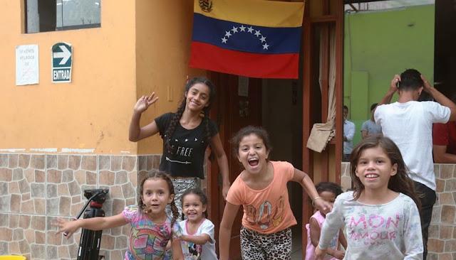 Venezolanos a la escuela en Perú