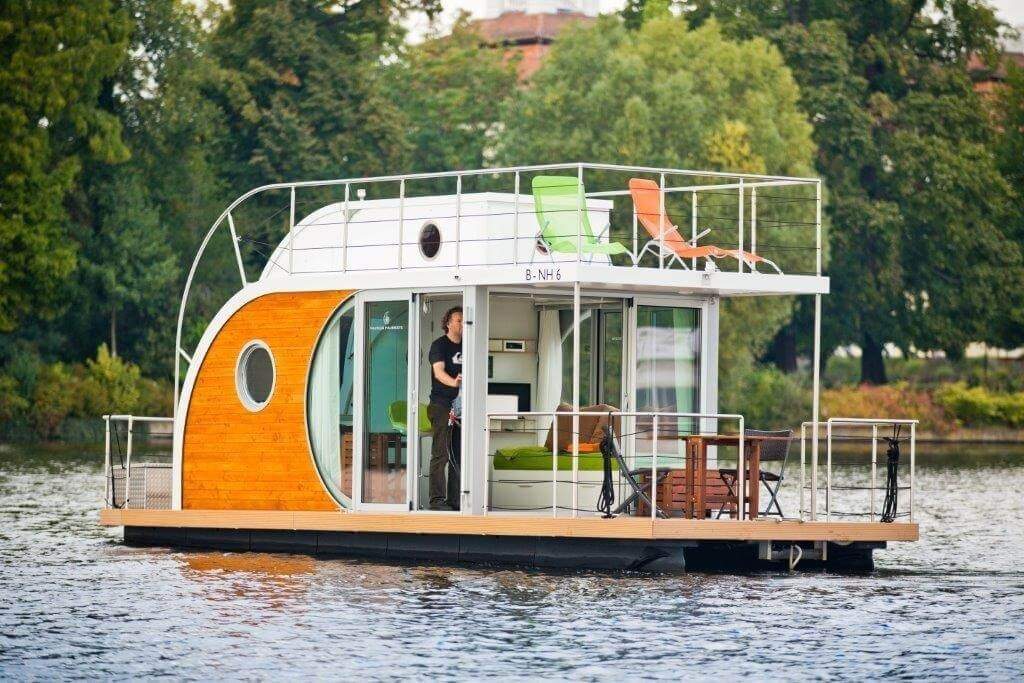 13-Exploring-the-Waters-with-your-Home-Nautino-Tiny-Houseboat-Architecture-on-the-Water-www-designstack-co