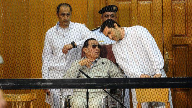 Após seis anos preso pela morte de 239 manifestantes, Mubarak, ex-presidente do Egito, é libertado