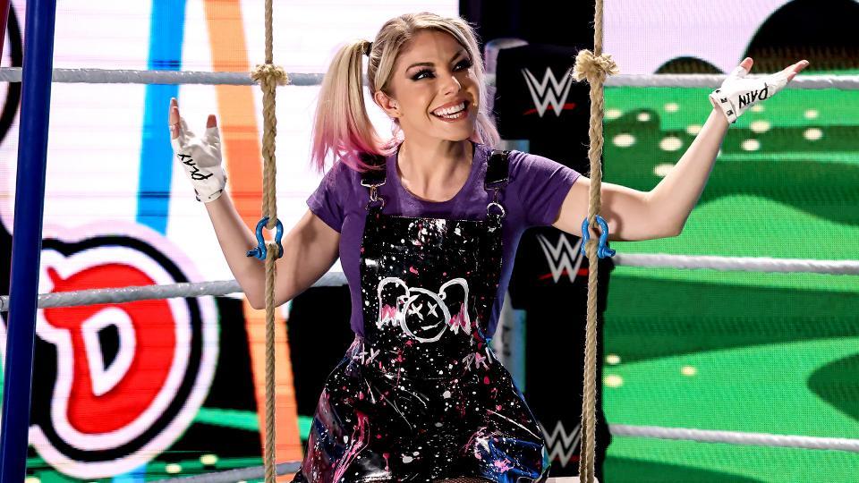 Alexa Bliss confronta Charlotte Flair no WWE RAW