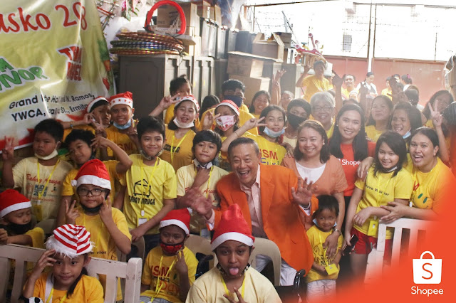 Shopee and Jose Mari Chan Spread Christmas Joy with the Children  of Bahay Aruga