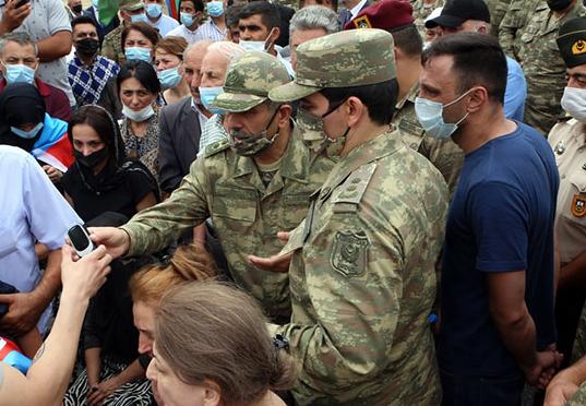 «Если кто-то или какой-либо патриот хочет служить в армии, я буду этому только рад», - сказал президент Азербайджана Ильхам Алиев