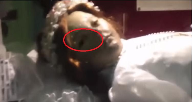 فيديو مرعب لفتاة تحرك عينها بعد 300 عام من مقتلها على يد والدها