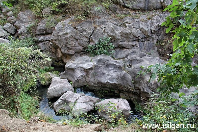 Чертов мост и ущелье в Татеве. Армения